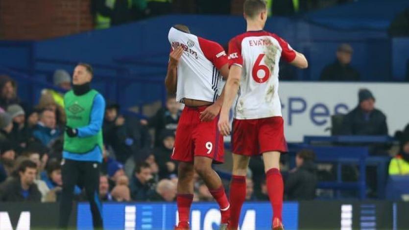 Salomón Rondón rompe en llanto tras lesionar a un jugador del Everton