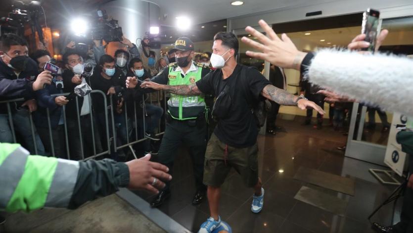 Selección Peruana: así fue la llegada de Gianluca Lapadula al país (VIDEO)