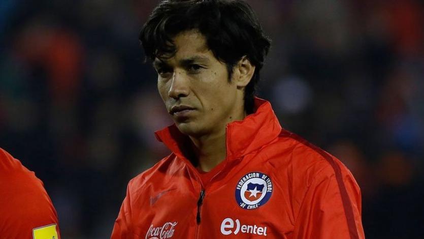 Chile convoca a Matias Fernández de emergencia para enfrentar a Perú