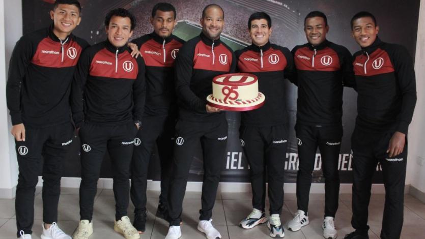 Plantel de Universitario de Deportes celebró aniversario con torta luego de la práctica (FOTOS)