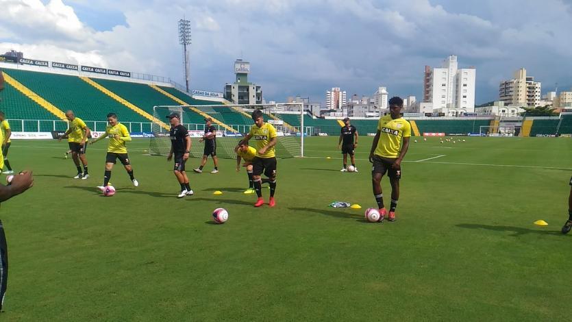 Víctor Cedrón realizó su primer entrenamiento con el Figueirense