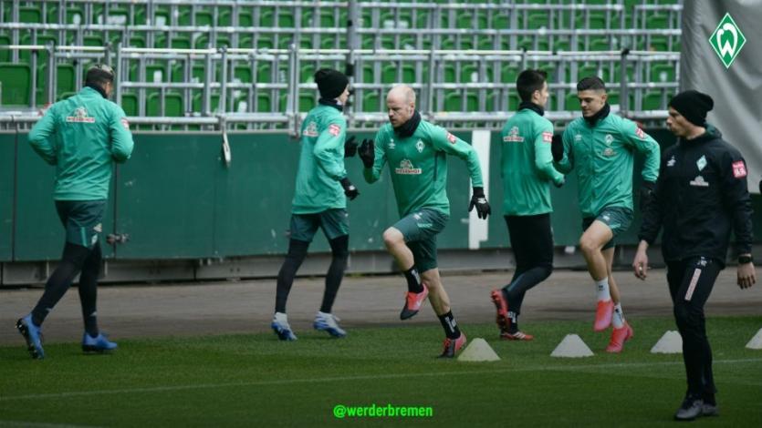 Claudio Pizarro y el Werder Bremen volvieron a los entrenamientos bajo fuertes normas