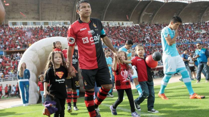 Ysrael Zúñiga se retira del fútbol al finalizar el Torneo Apertura