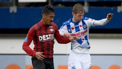 Renato Tapia no pudo evitar la caída del Willem II