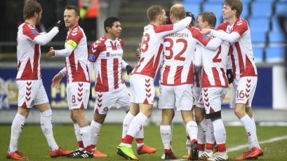 Edison Flores y Aalborg clasificaron a la liguilla por el título en Dinamarca
