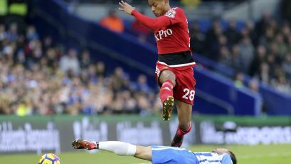 Carrillo jugó en la caída del Watford frente al Leicester
