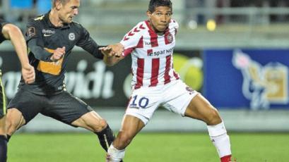 Edison Flores no pudo evitar la derrota del Aalborg