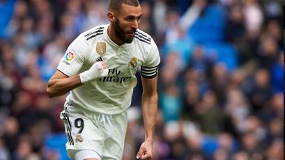 Benzema salva al Real Madrid ante el Eibar