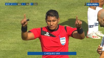 Michael Espinoza utilizó el VAR por primera vez en la historia del fútbol peruano (VIDEO)