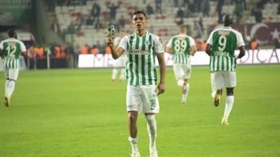 Paolo Hurtado tuvo minutos en empate del Konyaspor