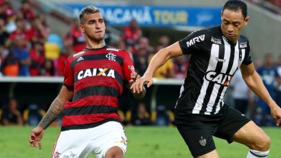 Miguel Trauco viajó a Brasil para unirse a la pretemporada del Flamengo