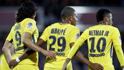 Mbappé debuta en el PSG anotando y goleando