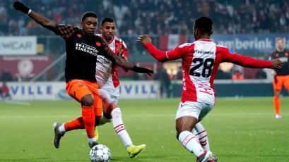 FC Emmen, con Peña y Araujo, igualó de local ante el PSV