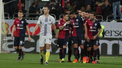 Inter cae ante Cagliari y se complica de cara a la Champions League
