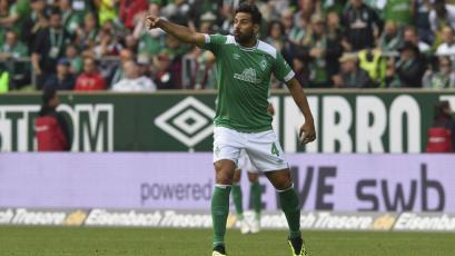 Claudio Pizarro no pudo evitar la caída del Werder Bremen