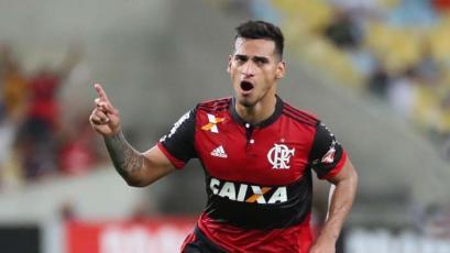 Flamengo no deja ir fácilmente a Miguel Trauco