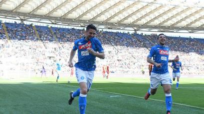 Napoli golea a la Roma y se mantiene segundo en la Serie A