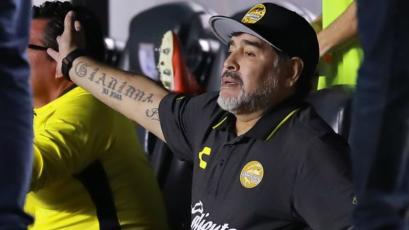 Maradona: Gimnasia insiste en contratarlo como DT a pesar de su estado de salud