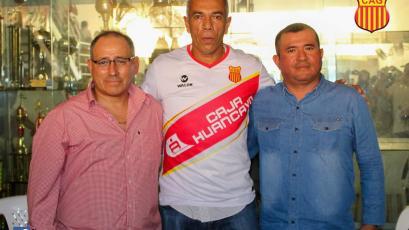 OFICIAL: Wilmar Valencia es el nuevo DT de Atlético Grau