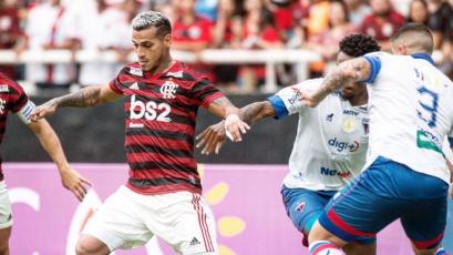 Miguel Trauco volvió a ser titular en triunfo del Flamengo (VIDEO)