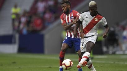 Luis Advíncula será titular con el Rayo Vallecano