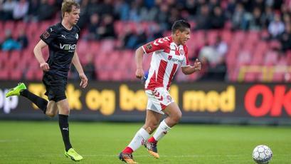 Edison Flores dio brillante asistencia en el triunfo del Aalborg