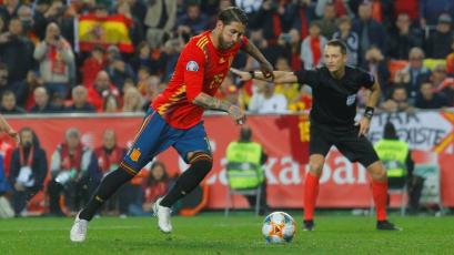 España superó 2-1 a Noruega por las clasificatorias para la Eurocopa