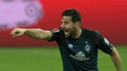 Claudio Pizarro jugó unos minutos en la caída del Werder Bremen