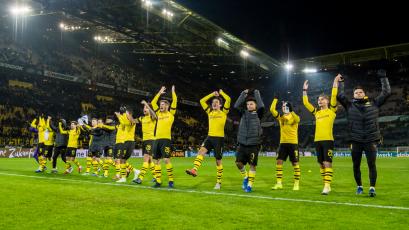 Borussia Dortmund superó 2-1 al Werder Bremen y continúa en la cima de la Bundesliga