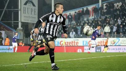 Cristian Benavente fue titular en la derrota del Sporting Charleloi