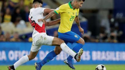 Carlos Zambrano fue el jugador que más balones recuperó en la Copa América