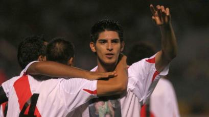 Selección Peruana: un día como hoy, Carlos Zambrano debutó y marcó su primer gol con la bicolor (VIDEO)