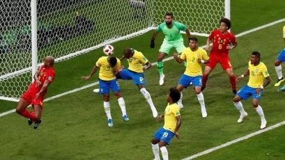Fernandinho marcó el segundo autogol en la historia de Brasil en los Mundiales