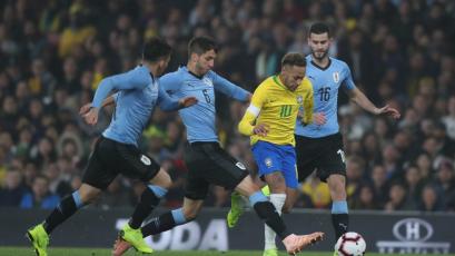 Con gol de Neymar, Brasil superó a Uruguay en partido amistoso