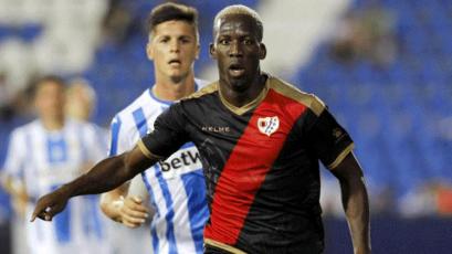 Luis Advíncula podría quedarse sin entrenador en el Rayo Vallecano