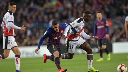Luis Advíncula jugó por primera vez en el Camp Nou con el Rayo