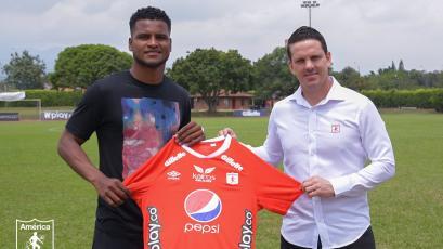 Aldair Rodríguez llegó a Colombia, entrenó con América de Cali y fue presentado