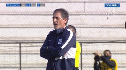Alianza Lima: Mario Salas reclamó y recibió su primera tarjeta amarilla en Matute (VIDEO)