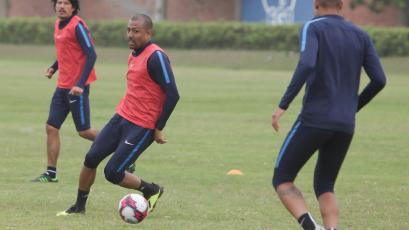 Alianza Lima completa su último entrenamiento antes de viajar a Moyobamba