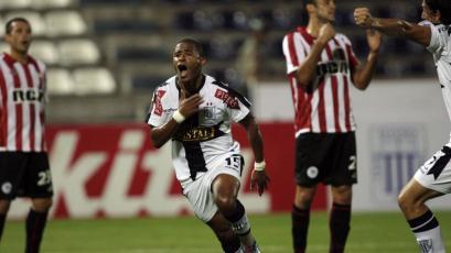 Alianza Lima y el día que goleó 4-1 a Estudiantes de La Plata con triplete de Wilmer Aguirre (VIDEO)