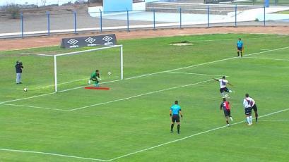 Ángelo Campos le atajó un penal a Ricardo Buitrago, pero el árbitro lo anuló por... (VIDEO)