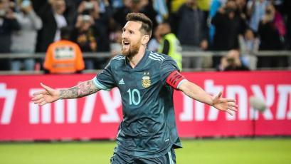 Argentina y Uruguay empataron en un partidazo con goles de Messi, Suárez y Cavani