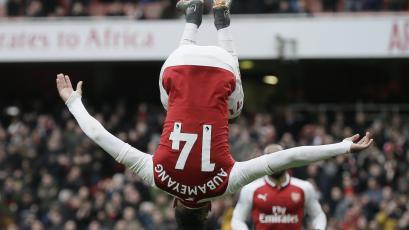 Arsenal goleó al Stoke City con doblete de Aubameyang