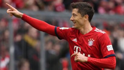 Lewandowski desterró a Pizarro como máximo goleador extranjero de la Bundesliga