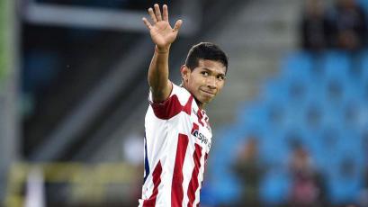 Edison Flores vio acción en el empate del Aalborg