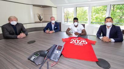 Bundesliga: Bayern aseguró a Alphonso Davies hasta el 2025 (VIDEO)