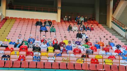 Coronavirus: maniquíes reemplazan a los hinchas en partido de fútbol en Bielorrusia (VIDEO)