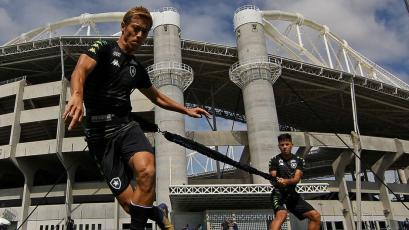 Botafogo: Alexander Lecaros nunca imaginó jugar con el mundialista Keisuke Honda