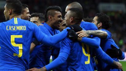 Sin Neymar, Brasil goleó a Rusia en Luzhniki