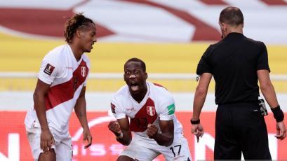 Perú vs Ecuador: Luis Advíncula y su espectacular definición para el 2-0 tras espléndida asistencia de Gianluca Lapadula (VIDEO)